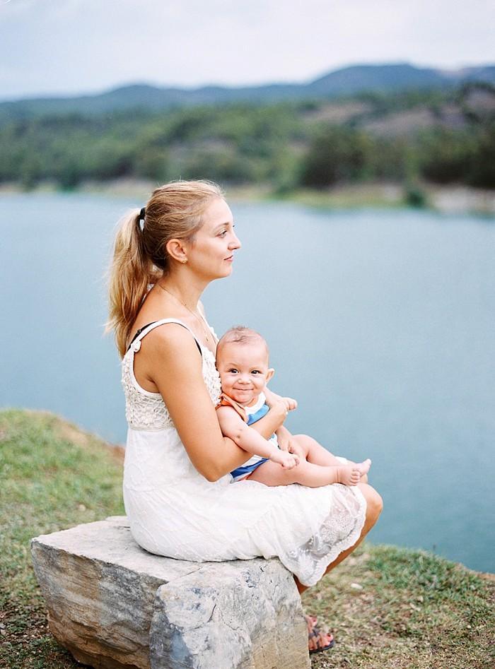 Reportaje fotográfico de familia para Sasha Pedro Emma y Marc Fotografía analógica Contax 645 en Tarragona_02