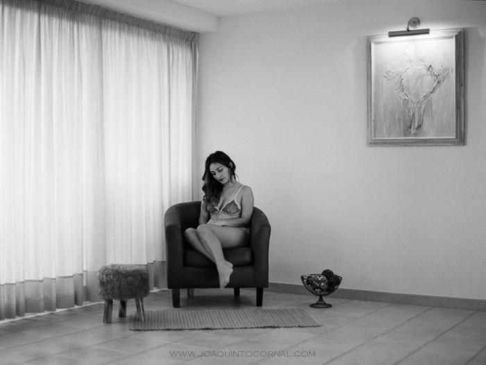 Laura Vasquez Sesión boudoir fotografía analógica formato medio Contax 645 en Tarragona_01